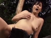 円城ひとみ 淫乱 クンニ 人妻 熟女 露天風呂 巨乳 フェラ 敏感 手マン