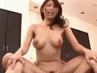 篠田あゆみ 絶頂 巨乳 熟女 人妻 淫乱 騎乗位