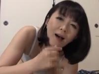 円城ひとみ フェラ 亀頭責め 淫乱 人妻 熟女 巨乳 手コキ
