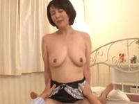 円城ひとみ 騎乗位 手マン 敏感 ムッチリ 人妻 熟女 巨乳 悶絶