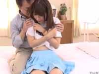 伊東ちなみ 恥じらい クンニ 美少女 キュート 美乳 敏感 スレンダー 着衣 フェラ