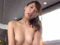 秋山祥子 騎乗位 人妻 熟女 キュート 美乳 スレンダー フェラ クンニ