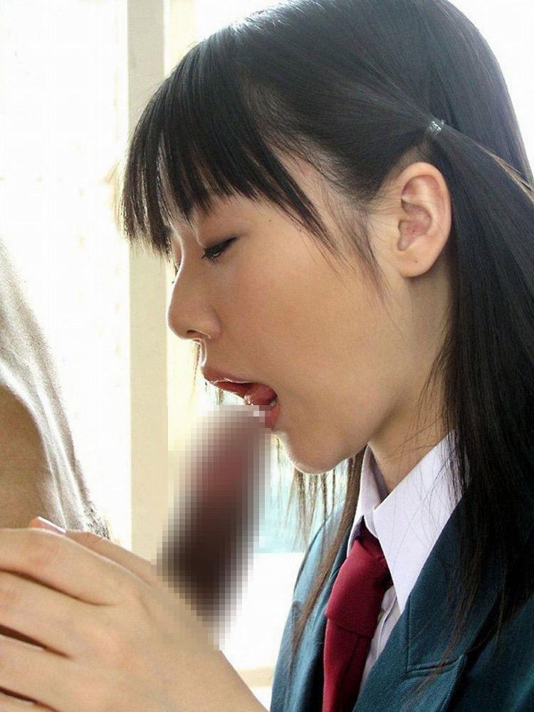 今どきの女子高生がエロすぎる!JKフェラチオ画像22