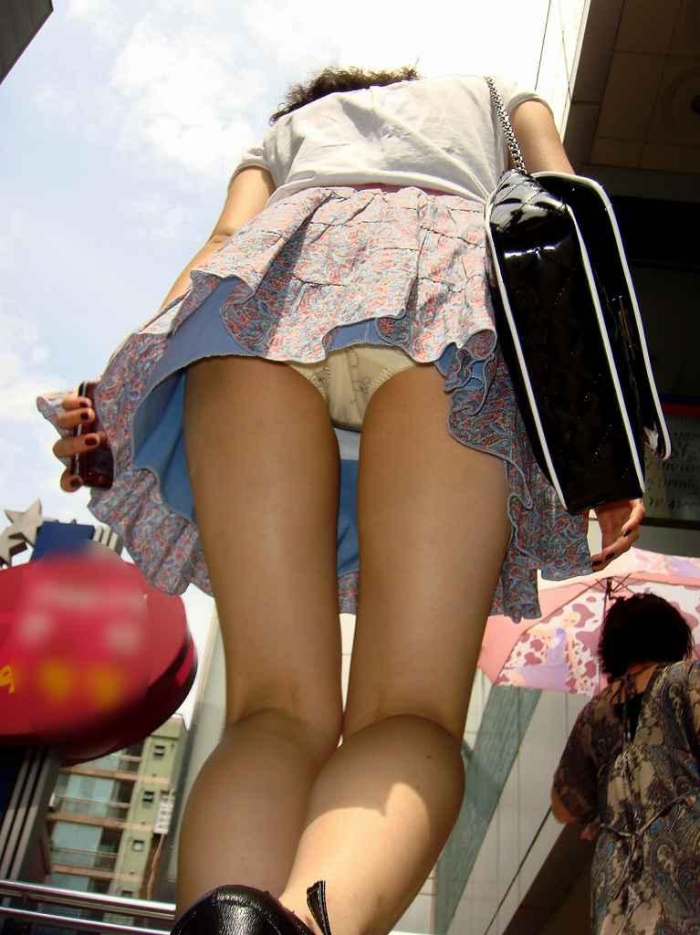 スカートの中を逆さ撮りしたったwwwムッチリでエロすぎ画像(30枚)22