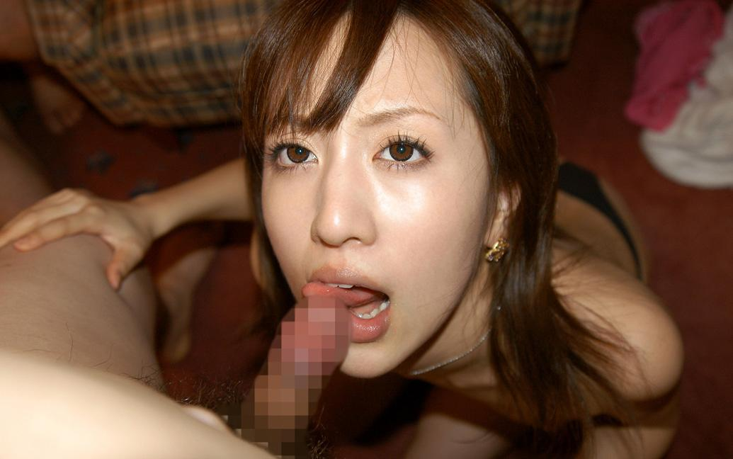 勃起したチンコをチロチロ舐めるフェラ画像(30枚)30