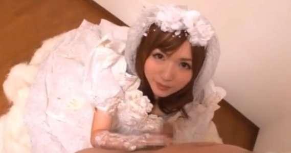 かわいい花嫁のフェラチオ