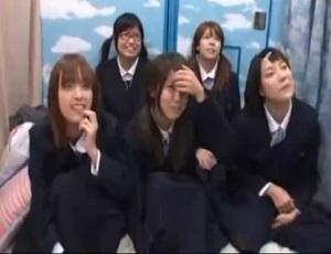 東京に修学旅行に来た田舎の女子校生に次々にエロいことを教えてあげる!in マジックミラー号