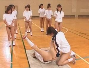 下半身素っ裸で体育授業!次々にマングリ返し状態にされる女子たち