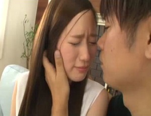 【上野莉奈】キスすらド緊張!経験も少ないのにAVデビューしちゃった19歳の超絶美少女