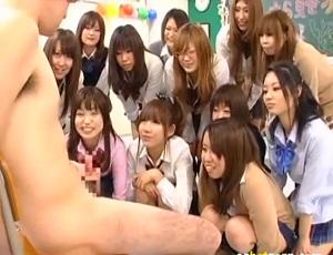 僕がセンズリこく姿をこんなにいっぱいの女の子に見てもらえるなんて…ッ!