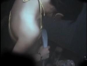 三浦海岸海の家シャワー盗撮!股間にシャワーを集中して当てているビキニっ子