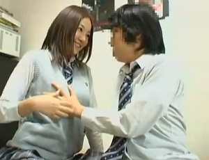 学校一の可愛い子がアダルト動画を見てムラムラ…童貞男子が誘われて、歓喜の童貞喪失
