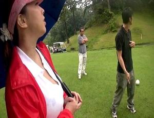 【風間ゆみ】魅力たっぷりの熟女爆乳ゴルフキャディーに釘付け!止められないセクハラにオナニー強要