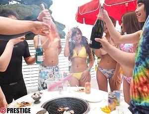 ビーチで乾杯!BBQの後は大乱交パーティ開始!おまんこゆるゆるなギャルがこんなにも❤