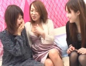 ナンパされた女子大生2人組がレズナンパ師を交えて裸で絡み合う!「女同士もイイカモ・・・」