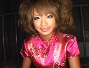 「オチンチン舐めるアルよ?」黒ギャルRUMIKAの恥ずかしチャイナ娘なりきりコスで手コキフェラ!