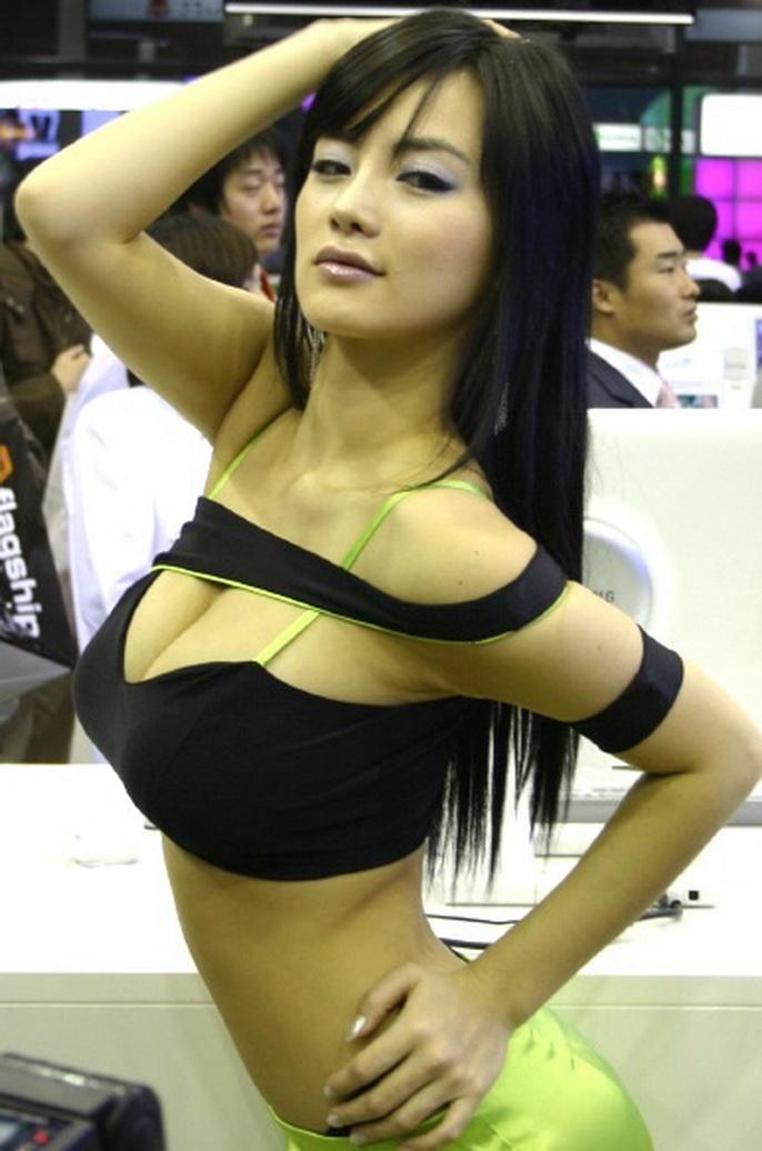 アジアのコンパニオンがスタイルよくて侮れない件w20