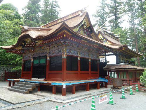 平成の大修復中の貫前神社拝殿と本殿