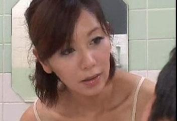 翔田千里銭湯の美人女将にお風呂場で手コキとフェラ抜きしてもらう