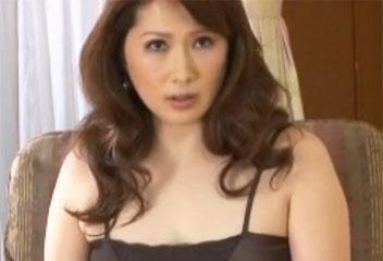志村玲子下着からはみ出す豊満な巨乳と巨尻がモチモチとエロすぎる