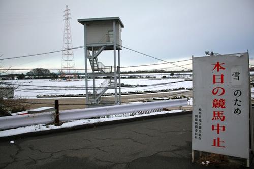降雪で競馬開催中止を議論するスレ