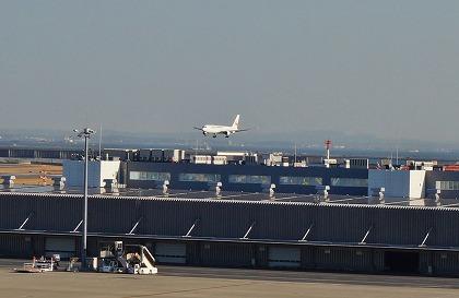 羽田空港 国際線ターミナル 展望デッキ 着陸する飛行機