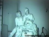 [盗撮]若い男女がビルの影でフェラチオをしていたが、がまんできなくなり立ちマンしてマンコの中に射精!すっきりしたのでベンチでいちゃいちゃと休んでいるところです! 公園カップル盗撮動画です。【盗撮せんせい】