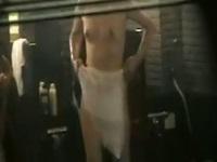美乳ちゃんが集まる女風呂をガラス越しに盗撮【盗撮動画のぞき本堂】