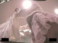 接客に夢中のショップ店員のスカートを逆さ撮り!食い込みパンツが丸見え!【盗撮動画】