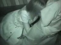 ホテルに行くお金もないニートカップルが大胆にお外でセックス!!キョロキョロしながら彼氏のチンポをフェラチオし、向き合いながらラブラブピストン!!【みんなが抜いた盗撮動画】
