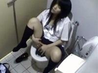 放課後に女子校生が公衆トイレで発情しクリ擦りオナニー【盗撮動画Nozoking】