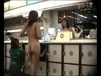 銭湯の更衣室でお尻が可愛い2人組のギャルたちの脱衣を盗撮【盗撮動画のぞき本堂】