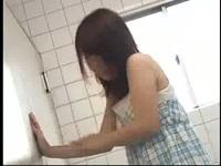 やってきました!トイレ封鎖隊ww膀胱パンパンでトイレに駆け込んだお姉さんがなかなか開かないトイレに悶絶!我慢できずパンツ履いたまま大量放尿で羞恥のおもらし!【みんなが抜いた盗撮動画】