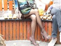 女の子の太腿のラインがエロ過ぎてパンチラを妄想する瞬間画像【パンチラ胸チラ盗撮大好き】