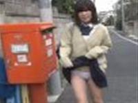 今女子校生の間で、ローターをパンティに入れる羞恥プレイが流行っている【素人盗撮】-1
