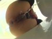 バックからうんこのぶら下がりがバッチリ見える和式トイレの美女w【女子トイレ盗撮】-1