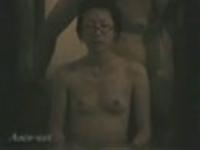 【家庭風呂の実情】プリッとおっぱいのメガネ美人がお風呂でフェラする光景盗撮-1