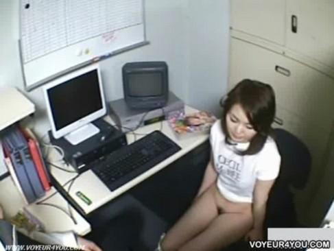 バックルームで悪さした娘に悪さする鬼畜店長の個人撮影コレクション・・・