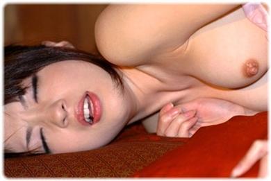 欲望に負けじと歯をくいしばる女たちの無料エロ画像00102