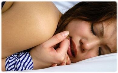 欲望に負けじと歯をくいしばる女たちの無料エロ画像00154