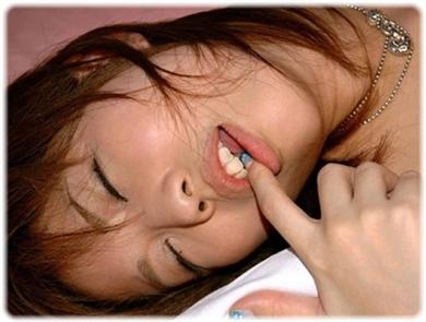 欲望に負けじと歯をくいしばる女たちの無料エロ画像00182
