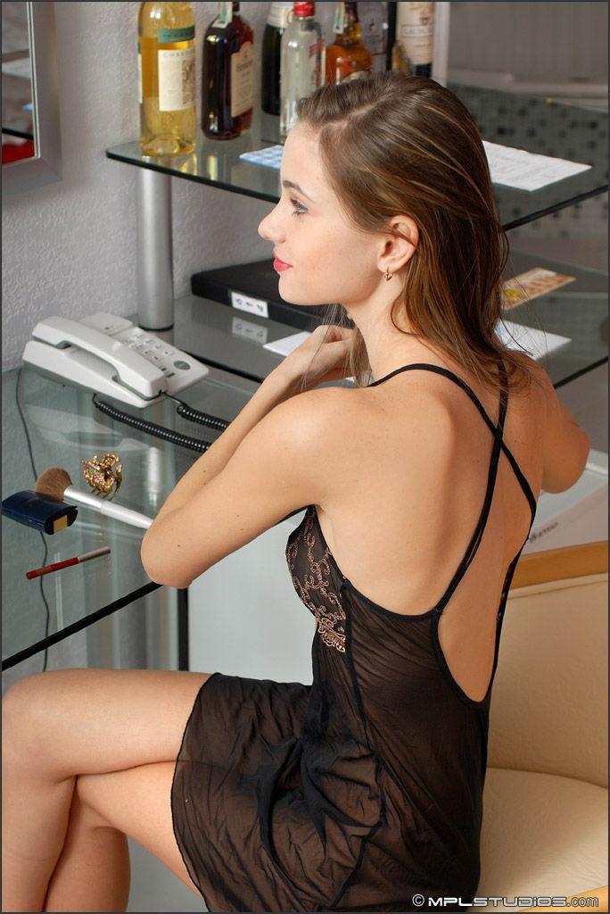 Anya - FEMME SEXY 01