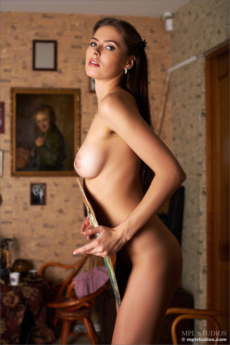 Arianna - PICTURES ON THE WALL 02