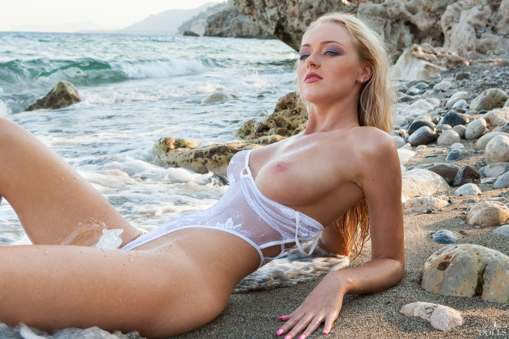 Jennifer - BEACH BABE 10