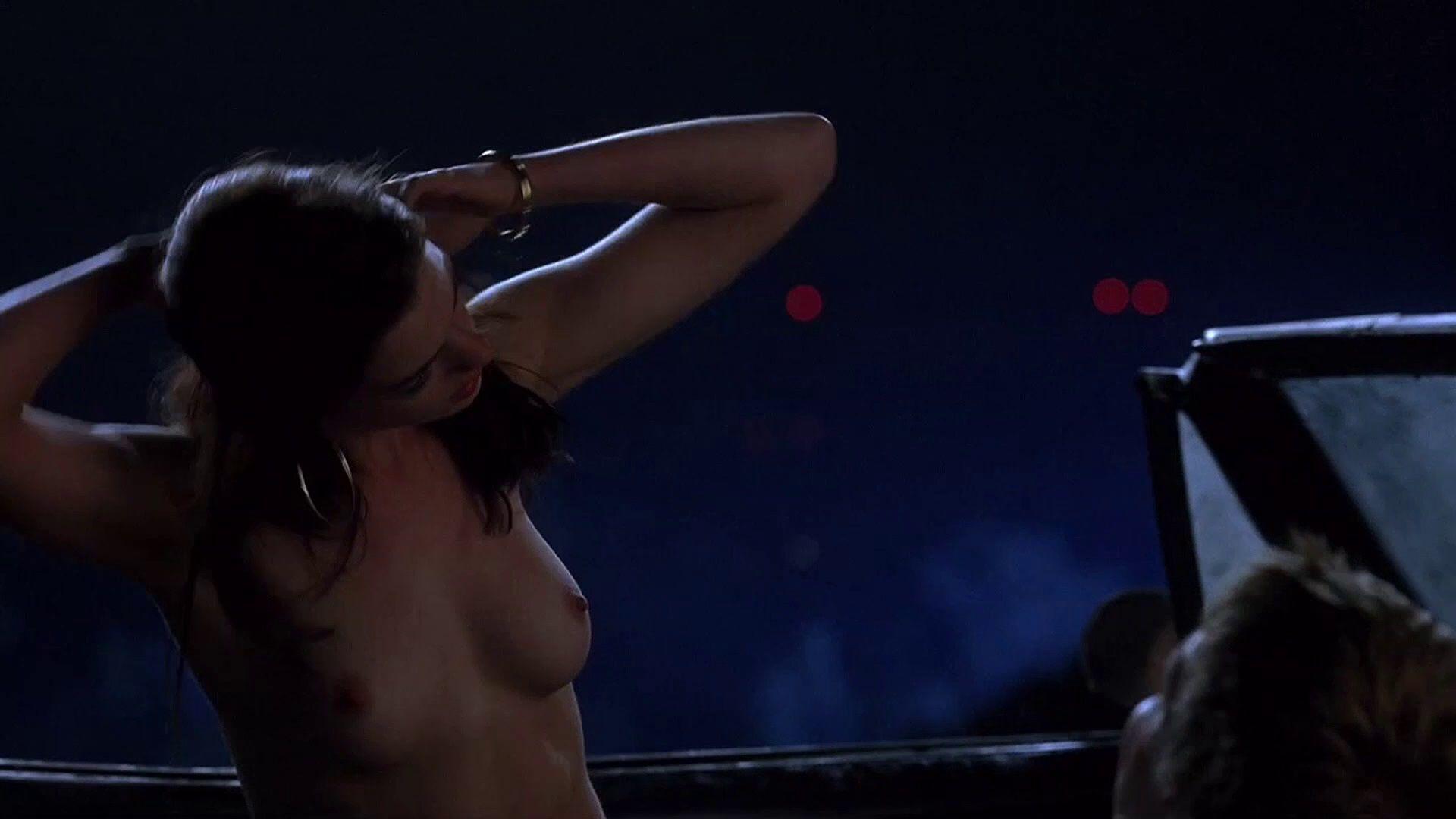 Anne Hathaway 02 02