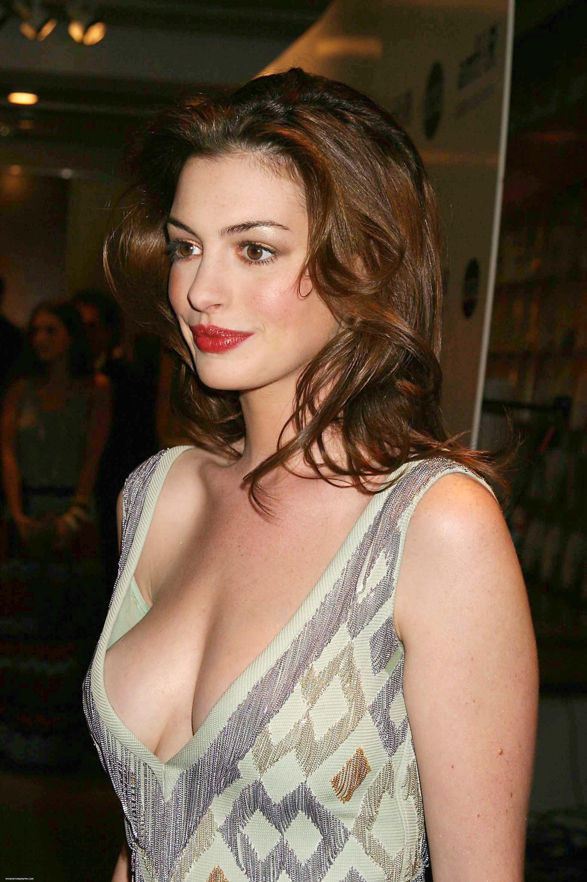 Anne Hathaway 02 21