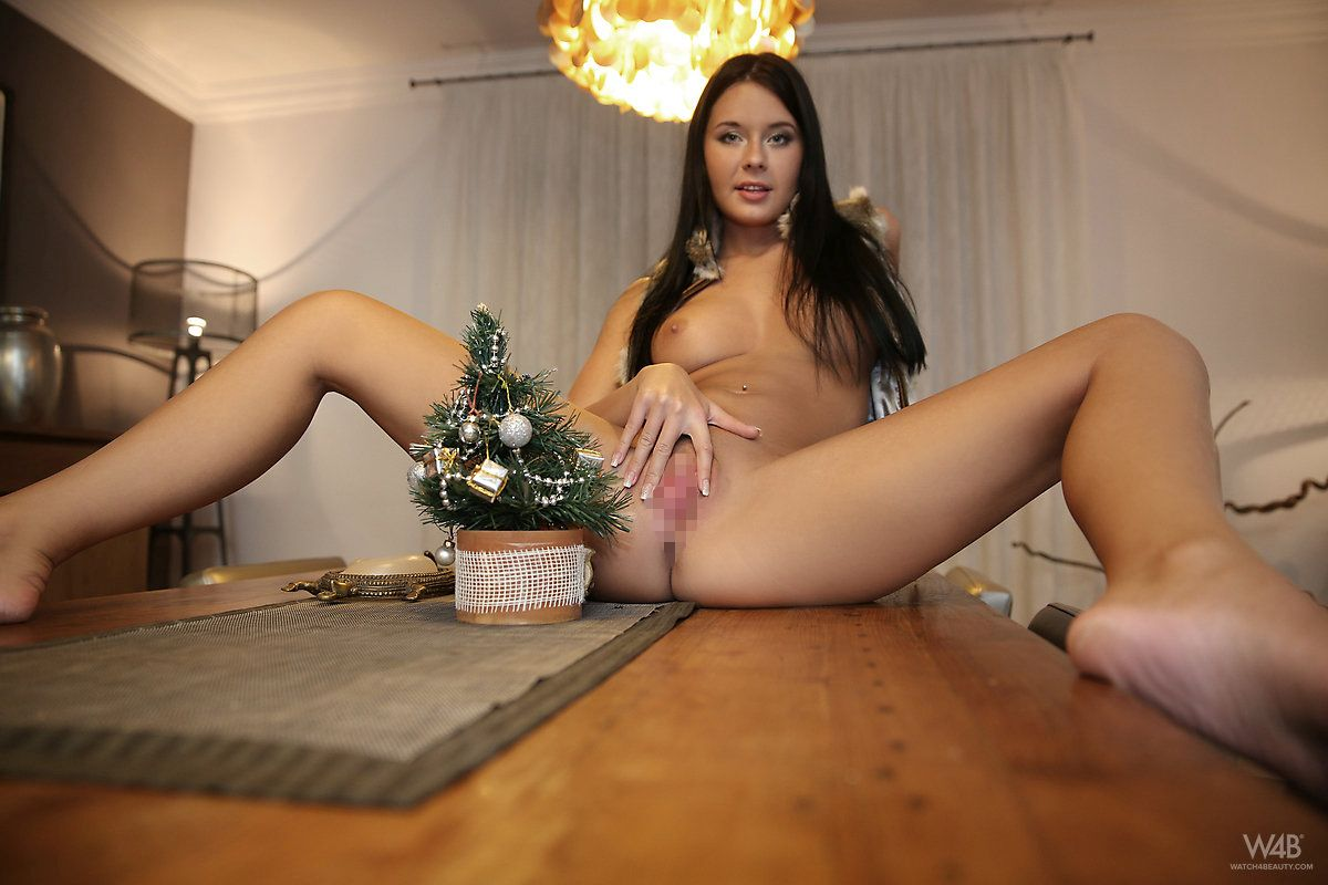 Watch4beauty - Mia Manarote - CHRISTMAS PARTY 01