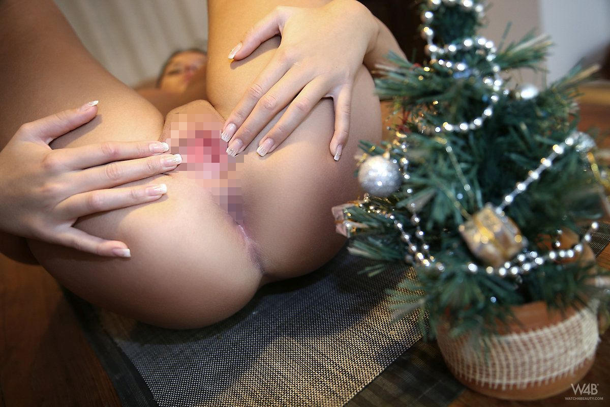 Watch4beauty - Mia Manarote - CHRISTMAS PARTY 02