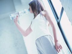 """「""""前脱水""""を理解して熱中症予防!経口補水液の作り方」の続きを読む"""