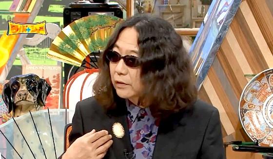 ワイドナショー画像 みうらじゅんが自分の顔入りのカメオブローチをつけて登場 2016年7月10日